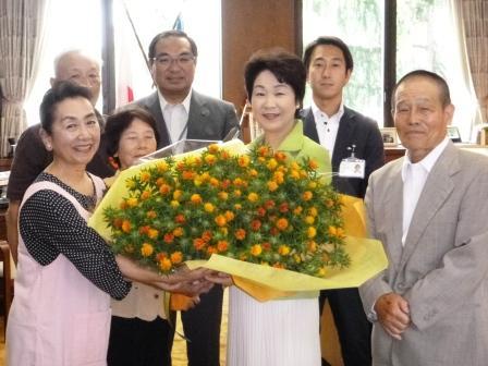 紅花の花束プレゼントP1070799
