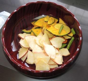 03 果物チップス製品