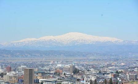 残雪の山並み